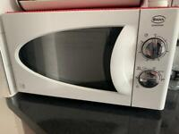 Microwave - White and good working condition