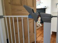 Lindam baby safety gate (white)