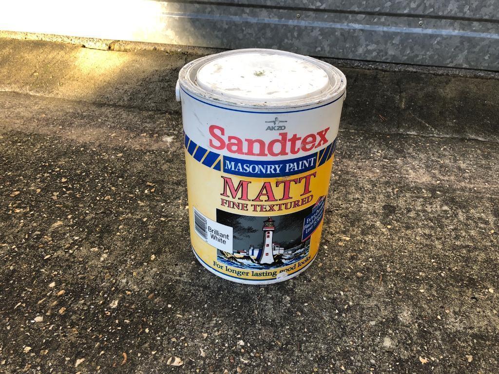 Sandtex brilliant white matt fine textured masonry paint in Corfe