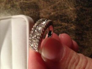 Ladies Diamond Band Style Ring White Gold Gatineau Ottawa / Gatineau Area image 3