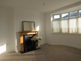 1 BEDROOM AVAILABLE NOWW