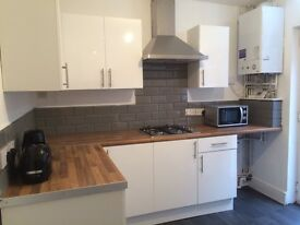 *NO DEPOSIT OPTION* Large room in a quiet house only 10 mins walk to centre