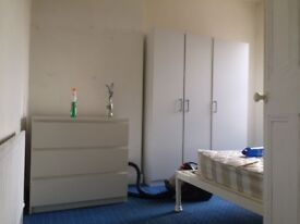 Double Room for rent in 3 bed house on Ravenhill Avenue