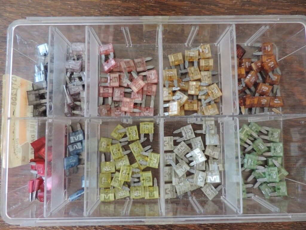 30 Amp Car Fuse Box A Selection Of Mini Fuses 2345751015202530 In 234575