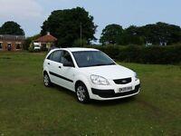 09 REG KIA RIO 16V 1.4 PETROL 5DR WHITE MOT-SPET 2 KEYS VERY CHEAP LITTLE CAR BARGAIN CARS L@@K