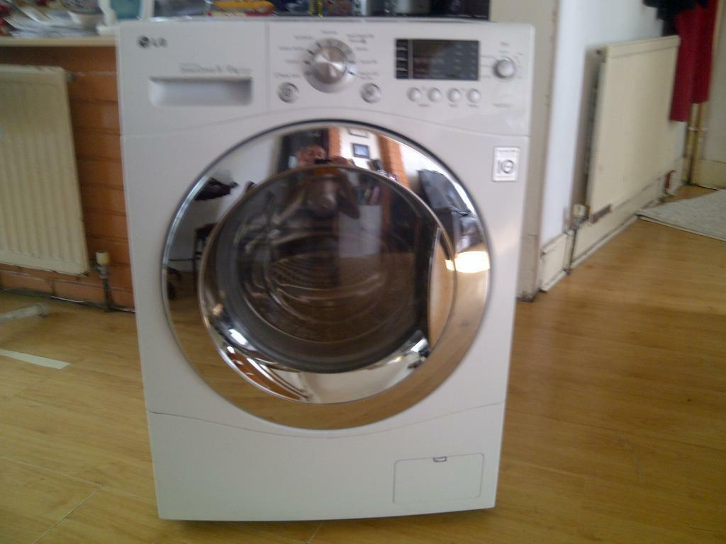 LG F1403RD 9kg Washer dryer All in one just over a year old fully working  excellent