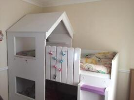 Lovely house bunk bed