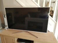 Samsung TV 46 inch - White
