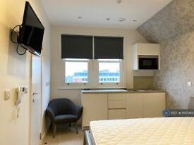 Studio flat in Lymington Road, London, NW6 (#1147069)