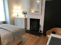 Easter Bank Holiday - Luxury large double room (BILLS INC) in beautiful quiet clean home.