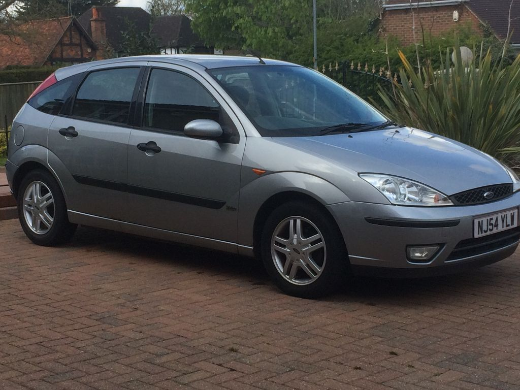 Ford Focus 2004 1 6 Zetec Silver In Watford