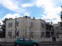 WALTHAMSTOW E17 - LOVELY TWO BEDROOM FIRST FLOOR FLAT - VILLAGE BORDERS - MOVE IN FOR XMAS - £300 PW