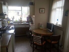 LARGE ROOM AVAILABLE IN A FRIENDLY WORKER HOUSE IN WINTON