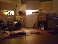 MALE SINGER AND GUITARIST WANTED FOR FUNCTION BAND