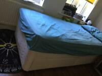 single divan bed base very good condition with two drawers