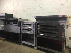 5 electric pizza stone ovens in excellent condition ( bakers pride / Moretti forni ) shipping with in Canada