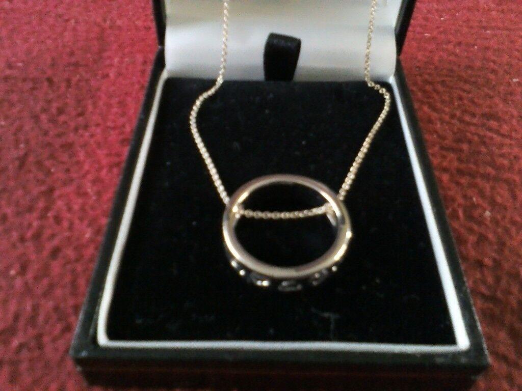 Silver circular heart patterned pendant