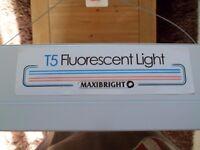 Maxibright T5 Fluorescent Propagation Grow Light, 4 Tubes, unit1200 x 380 x 60mm