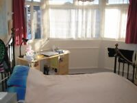Double Room Northolt White Hart UB5 25 minutes by bus to Ealing W5 or 10 minutes by bus to Greenford