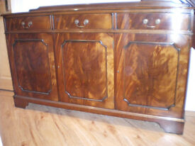 SOLID MAHOGANY SIDEBOARD. FINE CONDITION.