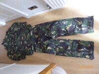 CAMOUFLAGE PATTERN GORETEX SUIT, ZIP UP LEGS AND CONCEALED HOOD.