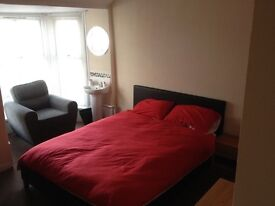 Quality room to rent for single occupancy in shared house in Porthcawl town centre.