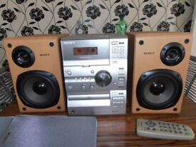 SONY MICRO HI-FI STEREO SYSTEM +SPEAKERS +REMOTE CONTROL.