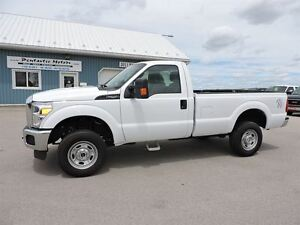 2015 Ford F-250 XL, 6.2L GAS,4X4,POWER OPTIONS.ONLY 26000KM'S!!