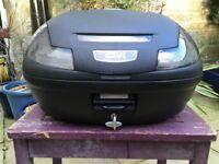 Givi Top Box & Bracket - Black