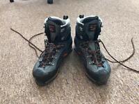 Scarpa Manta Pro GTX Mountain Boot (size 8)