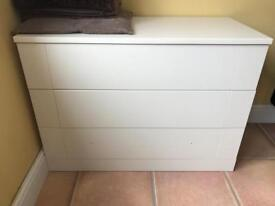 Chest of 3 drawers NO HANDLES INCLUDED £15