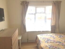 Kingsbury NW9 - Spacious double r00m available