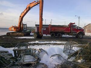 long reach excavator/ heavy equipment for hire