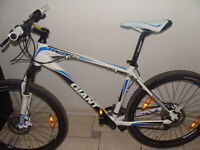 Giant Talon 2 Mountain bike. 27 gears. Hydraulic brakes. Rockshox with lockout. Excellent condition