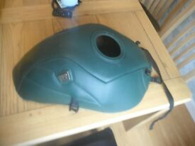 Bagster tank bag for a 1996 Suzuki GSF600N Bandit, Excellent condition.