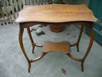 Pretty Vintage small oak side/hall table