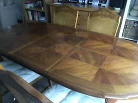 Dining table (extendable) and 4 upholstered chairs