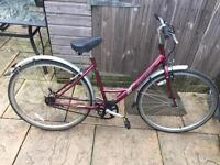 Raleigh Caprice Ladies Town Bike. Beautiful condition, Free D-Lock, Lights & Delivery.