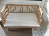 Co sleeper bedside cot