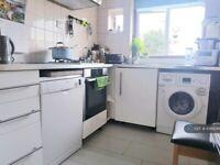 2 bedroom flat in Nether Street, London, N3 (2 bed) (#1099248)
