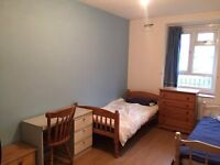 Large TWIN ROOM in Central London