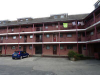 2nd floor 1 bedroom flat close to Llanelli town centre. Private parking. No agents fees. £390 pcm