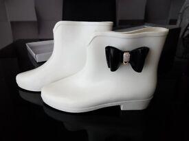 Size 4 Good Condition Women's White Ankle Wellies Black Diamonte Bow