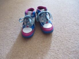 girl's shoes - size 9