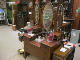 VINTAGE ORNATE DRESSING TABLE WITH DETACHABLE MIRROR. VIEWING/DELIVERY AVAILABLE
