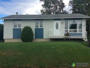 165 900$ - Bungalow à vendre à Alma Lac-Saint-Jean Saguenay-Lac-Saint-Jean image 2