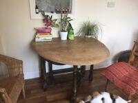 Beautiful oak solid leaf top table