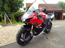 2016 Suzuki GSX-R 750 Red and White, Factory Fresh