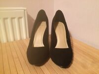 New black suede block heeled shoes size 5