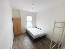 Lovely double room with own bathroom in Thornton Heath. ALL BILLS INCLUDED except elec. FURNISHED.